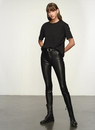 NGSTYLE Kadın Kol Detaylı  Tişört NGKSS21TS0047 Siyah